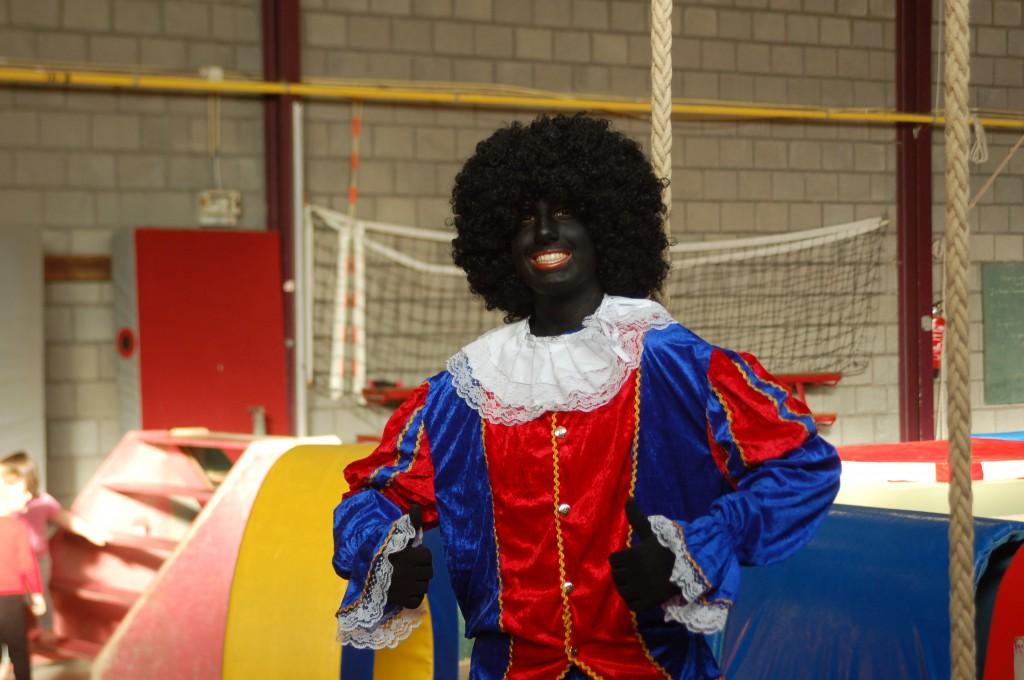 Zwarte Piet tijdens de sint-themales voor kleuters