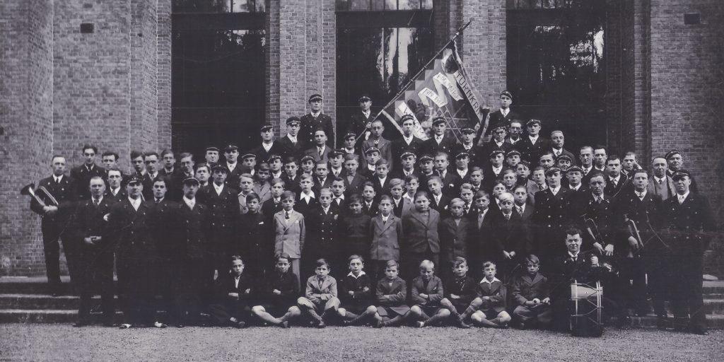 PPW 100 - Groepsfoto 1927 voor Foyer Remy,